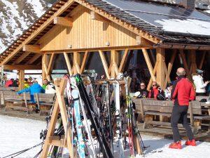 Aus und vorbei: Skifahren und Apres-Ski sind ab sofort in den Gebieten von Dolomiti Superski nicht mehr möglich. – Foto: Dieter Warnick