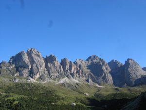 Die Grödner Berge bilden ein Massiv, wie es schöner fast nicht sein kann. - Foto: Val Gardena-Gröden Marketing