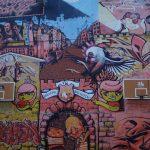 Ein Belgrader Rundumschlag auf der Wand eines Schulgebäudes in Dorcol.