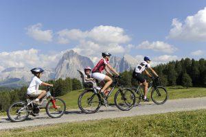 Für Radfahrer ist die Seiser Alm ein ideales Revier. - Seiser Alm Marketing/Laurin Moser