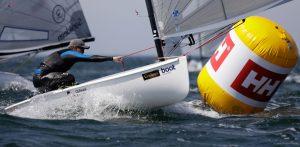 Das Finn (auch Finn-Dinghy oder Finn-Dingi) ist ein olympisches Ein-Mann-Segelboot. Es wurde 1949 von dem schwedischen Bootskonstrukteur Rickard Sarbym entworfen. Seit den Olympischen Spielen 1952 in Helsinki das Finn als Einmannjolle bei olympischen Segelwettbewerben eingesetzt. - Foto: www.segel-bilder.de