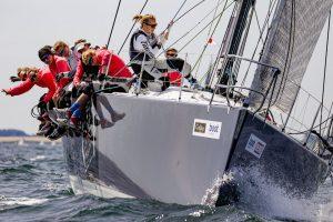 """Die Frauen-Crew der """"Tutima"""" hat ihr Abenteuer bei der Kieler Woche 2019 mit Bravour überstanden. - Foto: www.segel-bilder.de"""