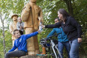 Ein Ausflugstipp zur rechten Zeit: Familien können auf dem neuen Räuber-Kneißl-Radweg zusammen auf große Fahrt gehen und den Münchner Westen erkunden. – Foto: WestAllianz