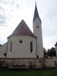 Die römisch-katholische Stadtpfarrkirche St. Hippolyt in Weilheim – meist St. Pölten genannt – ist ein denkmalgeschütztes Gotteshaus und gehört zum Bistum Augsburg. –Foto: Dieter Warnick