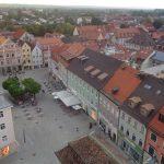 Weilheim liegt zwischen München im Norden und Garmisch-Partenkirchen im Süden. Hier ein Blick auf den Marienplatz vom Kirchturm der Stadtpfarrkirche Mariä Himmelfahrt aus. – Foto: Dieter Warnick