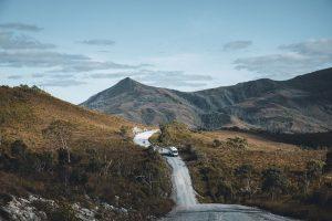 Die Western Explorer Road führt durch unberührte Natur. – Foto: Off The Path
