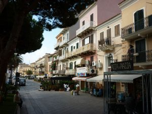 La Maddalena - der Hauptort. Foto: Küffner