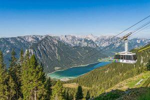 Auch von oben gigantisch – der Achensee in Tirol. – Foto: Achensee Tourismus