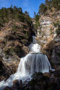 Die Kuhflucht-Wasserfälle sind eine Gruppe von drei Wasserfällen oberhalb von Farchant. – Foto: TI Farchant / Andreas Müller