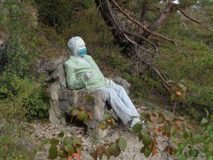 """Der """"Philosoph"""" ist eine von vier geheimnisvollen Figuren Hammelburgs. – Foto: Dieter Warnick"""
