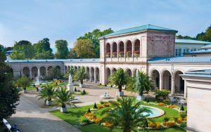 Erstmals genutzt wurde der im klassischen Stil errichtete Arkadenbau im Jahr 1838. - Foto: Staatsbad Bad Kissingen GmbH / Heji Shin