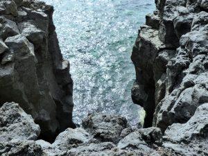 Schroff und steil ins Meer hinab: an der Nordküste El Hierros.