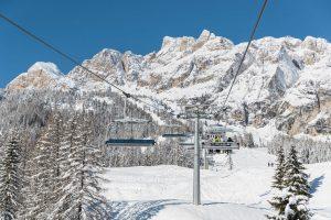 Tief verschneit präsentiert sich dieser Tage die Region rund um Cortina, hier das Tofana-Massiv. – Foto: www.bandion.it