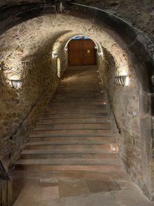 Der Weinkeller im Kellereinschloss liegt 6,20 Meter unter Straßenniveau. – Foto: Verena Dotzel