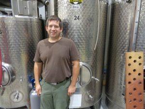 Marcel Hümmler vom gleichnamigen Weingut in Elfershausen ist Weinküfermeister und staatlich geprüfter Techniker für Weinbau und Oenologie. – Foto: Dieter Warnick