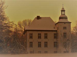Haus Voerde, ein Wasserschloss wie Haus Wohnung, auch einst Adelssitz, jetzt Standesamt der Stadt Voerde.