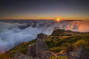 Ein spektakulärer Sonnenuntergang, aufgenommen vom Pico do Arieiro aus, dem dritthöchsten Berg Madeiras – Foto: Francisco Correia