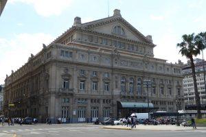 Genauso wie seine Fußballmannschaften Boca Juniors oder River Plate feiert Buenos Aires sein berühmtes Opernhaus, das Colón.