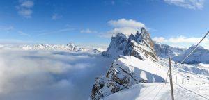 Wie scharfe Zähne ragen die Felszacken der Dolomiten in den Himmel. – Foto: Val Gardena-Grödental | Diego Moroder