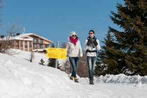 Einfach die Seele baumeln lassen – bei einer Wanderung bei strahlend blauem Himmel. - Foto: Region Villach Tourismus / Adrian Hipp