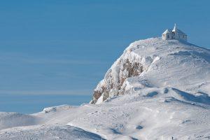 Winterlandschaft im Naturpark Dobratsch. – Foto: Region Villach Tourismus / Adrian Hipp
