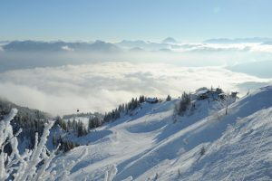 Im Skigebiet Brauneck fühlen sich Anfänger wie auch versierte Fahrer pudelwohl. - Foto: Tourismus Lenggries / Hubert Walther