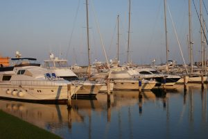 Auch die Boote im Yachthafen können sich sehen lassen. – Foto: Frank Heinzl