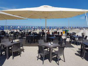 Diese Bar am Strand lädt zum Verweilen ein. – Foto: Frank Heinzl