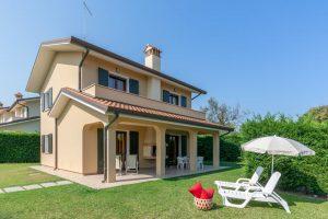 Villa mit Garten. – Foto: Mirco Toffolo