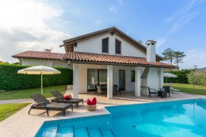 Villa mit Pool. – Foto: Mirco Toffolo