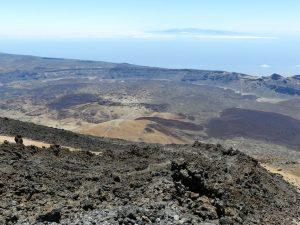 Einzigartig: Blick vom Teide auf Las Canadas und La Gomera.