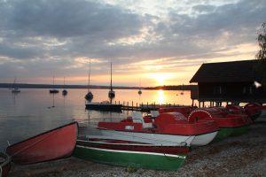 Still ruht der See – und so manches Ruder- und Paddelboot. – Foto: Kunz-PR