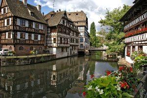 """Straßburg als Zwischenziel ist wahrlich keine schlechte Idee. Foto: <a href=""""https://pixabay.com/de/users/monikawl999-1744293/?utm_source=link-attribution&utm_medium=referral&utm_campaign=image&utm_content=1354439"""">Monika Neumann</a> auf <a href=""""https://pixabay.com/de/?utm_source=link-attribution&utm_medium=referral&utm_campaign=image&utm_content=1354439"""">Pixabay</a>"""