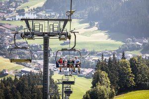 Schummeln erlaubt: Die Bergbahn nimmt ein paar Höhenmeter ab. - Foto: Mathäus Gartner