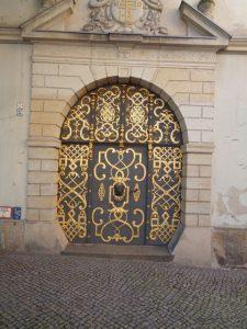 Diese historische Tür ist in der Altstadt zu finden. –Foto: Dieter Warnick
