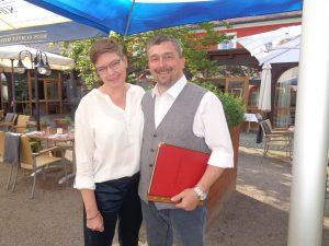 Seit 1. März 2014 stolze Besitzer des Landidyll-Hotels Erbgericht in Tautewalde: Nadine und Enrico Schulz. – Foto: Dieter Warnick