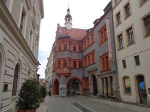 Das Schlesische Museum wurde am 13. Mai 2006 in einem architektonisch neu komponierten Komplex eröffnet, der vier historische Gebäude zusammenfasst: den Schönhof, das Mittelhaus, das Gebäude am Fischmarkt, die beide aus dem Jahr 1832 stammen, sowie das Hallenhaus am Untermarkt 4. – Foto: Dieter Warnick