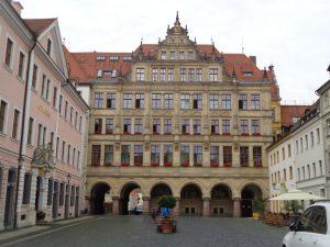 Das Neue Rathaus stellte der Architekt Jürgen Kröger im Stil der Neorenaissance im Jahr 1903 fertig. – Foto: Dieter Warnick