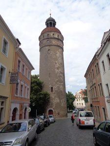 Der 45 Meter hohe Nikolaiturm ist Teil der ehemaligen Stadtbefestigung. Er befindet sich im ältesten Teil der Stadt und grenzt direkt an die Nikolaivorstadt. Zusammen mit dem Dicken Turm und dem Reichenbacher Turm sind drei der vier Wehrtürme von Görlitz erhalten. – Foto: Dieter Warnick